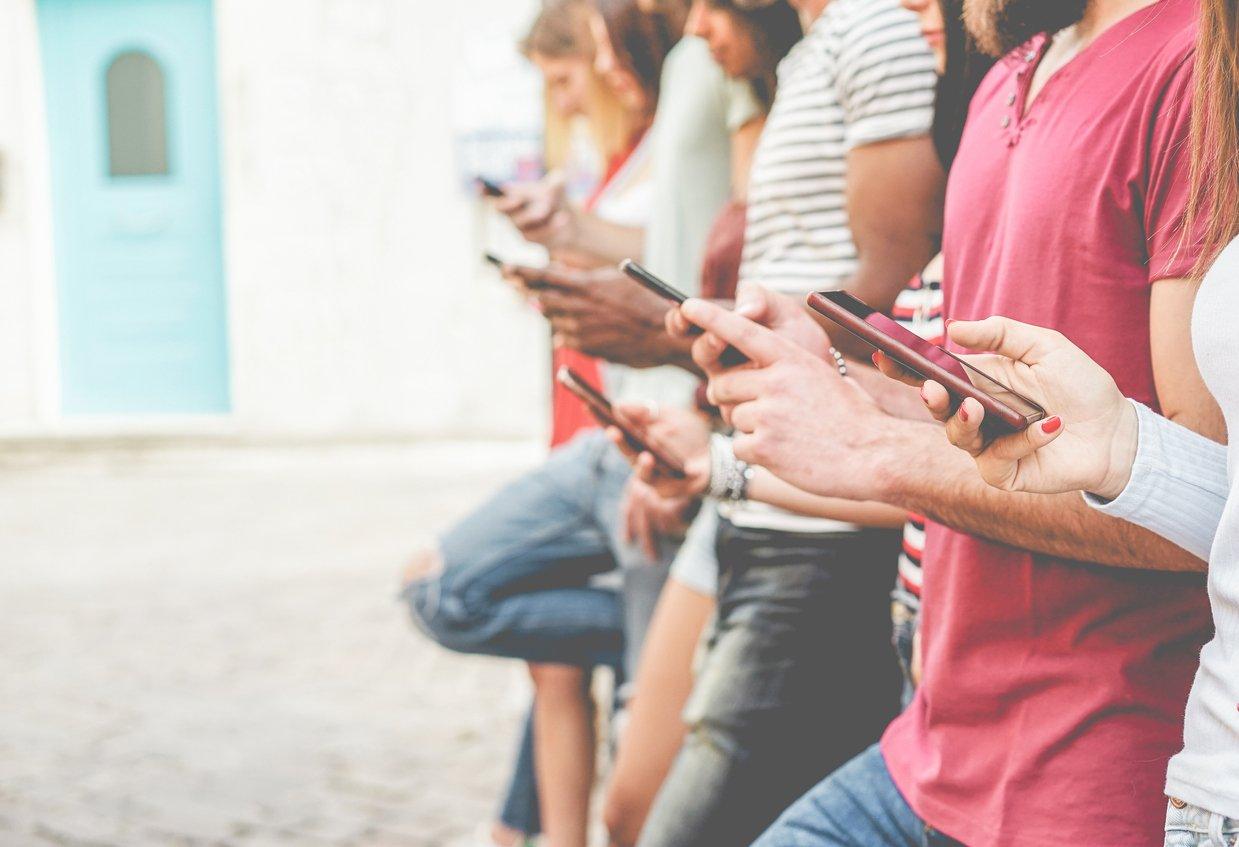 people-on-phones-instagram