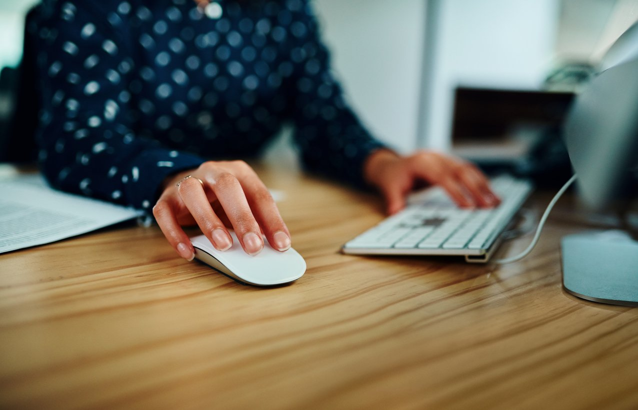 womans-hand-on-computer-mouse