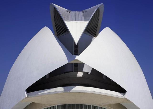 Partial Roof Damage at Spain Opera House Lands Architect in Lawsuit - Image 1